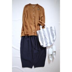 秋色のリネンシャツとナチュラルコーデ