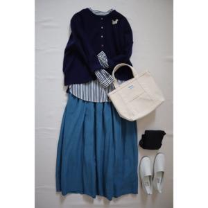 ブルーのリネンスカートとナチュラルコーデ