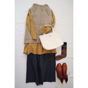ニットベストと秋色と合わせてナチュラル服コーデ