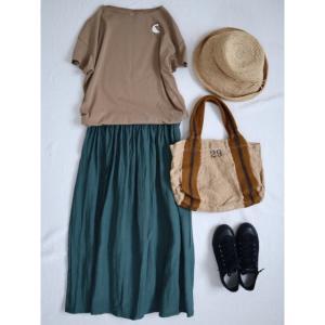 フォレストグリーンのスカート で夏コーデ