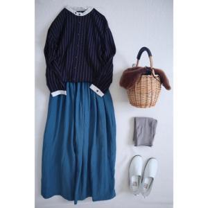 秋コーデ ブルーのリネンスカートでナチュラル子コーデ