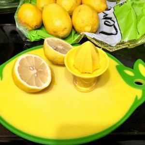 【レモン水】の作り方!冷凍で作り置き♫アメリカで長年飲んでいる理由とは?