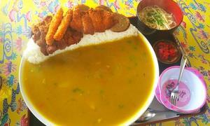 【大黒食堂】沖縄市のメガ盛り食堂!サラサラ系の黄色いカレーライスが好みのやつだった話