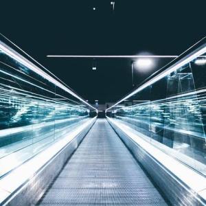 バック・トゥ・ザ・フューチャーのようにタイムマシーンで時空を旅することは可能なのか?