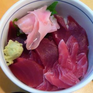 新横浜 《 新横のまぐろや 》 で海鮮まぐろ丼ランチ♪
