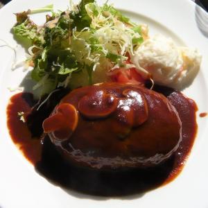 世田谷区民会館レストラン【 けやき 】の肉汁タップリ ♪ ハンバーグ !
