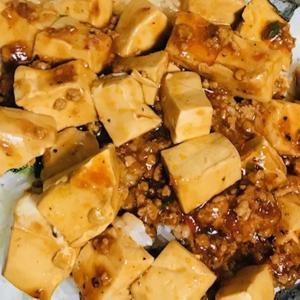 【セブン新商品実食】お肉たっぷり!旨辛麻婆豆腐を丼にしてみた【デブ活290日目】