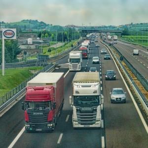 【運送業界】過当競争で運送業は大変です。運転手さんがいるから物流がまわります、感謝ですね。