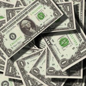 現金の価値は相場次第で動く。