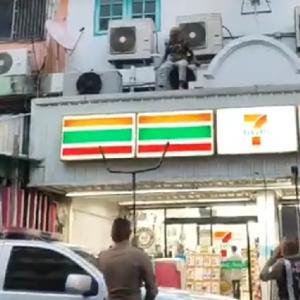 続報:パタヤ)LKメトロ近くで威嚇の男を確保、薬物を所持(ニュース動画付き)
