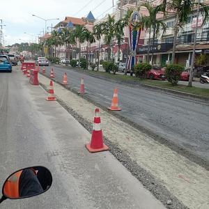パタヤ)道路事情改善の為、市が工事一部保留を命令