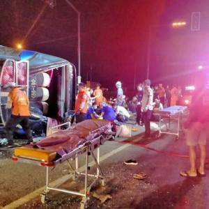 タイ)パタヤに向かうバスが大事故!7人死亡、33人負傷