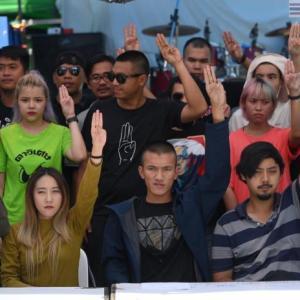 速報:タイ)政治集会民主派、本日午後10時までのプラユット首相の辞任要求(注意)