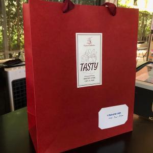 パタヤ)タイのお歳暮に、Tastyの新しい贈答袋!お茶と日本のお菓子セット(PR)