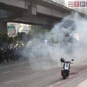 タイ)バンコクで政治集会での衝突、爆発も!タイ政府は集会禁止を注意