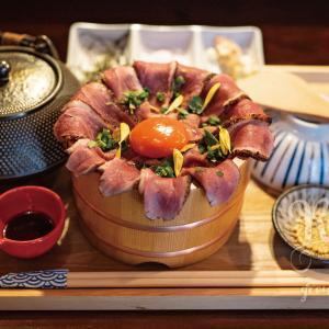 京都・三条エリア こだわりの京鴨を豪快に使い香ばしく炙ったレア鴨肉とお出汁で味わう絶品ひつまぶしが味わえるお店!京鴨ひつまぶし かもしぎん