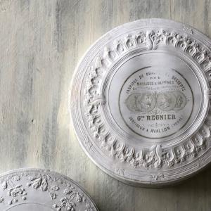 白いレリーフの美しいドラジェボックスなど♪ Reves a la lumiere de Noel展 東京根津りんごや