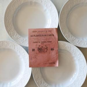 フランスアンティーク 白いレリーフ皿 オ・プランター・ド・カイファ