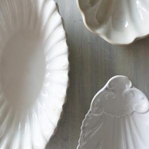白いレリーフ ラヴィエ と ムタルディエなど♪ 次回更新のお品ものたちです♪