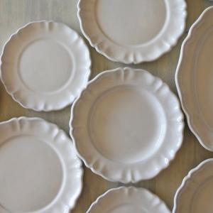 ムスティエ20世紀の陶芸家 ファヴィエ窯 白釉のプレートたち❣❣❣