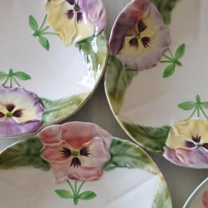 ショワジールロワ パンジー と 苺の バルボティーヌ皿
