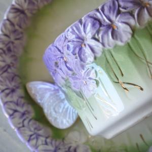菫と蝶々のカップ&ソーサー🌸 次回更新予定のお品ものです♪