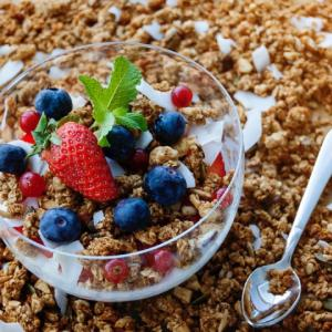 【レシピ】カナダの定番朝ご飯!基本のグラノーラの作り方