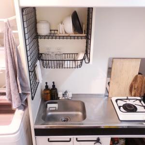 狭いキッチンはセット収納でスペースを広くする