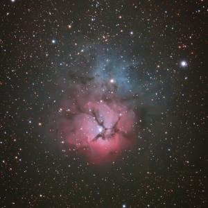 夏は三裂星雲