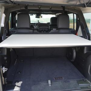 【ラングラーJL】ラゲッジスペースに棚を自作 車中泊にも荷物置きにも便利