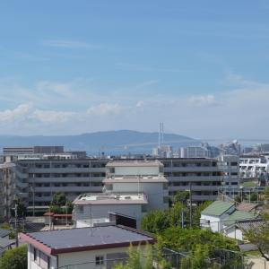 神戸市垂水区東垂水小学校前から見る明石海峡大橋がキレイ