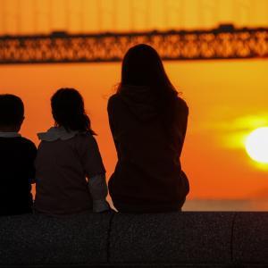 マリンピア神戸から明石海峡大橋に沈む夕陽を見る(2020.10.18)