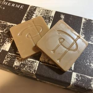 ミルキーなキャラメルチョコレートの虜に❤️甘党さんにおすすめピエール・エルメ・パリの「キャレ ショコラ ブロン」【感想・口コミ】