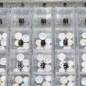 薬の小分けのケースに日付を貼り付けました
