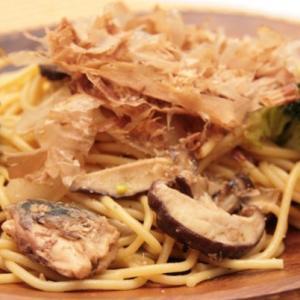 鯖と玉ねぎのニンニク風味パスタ