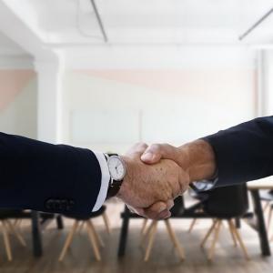 SAMURAI証券親会社が、さくらソーシャルレンディング社筆頭株主「ビー・アイ・ジー・キャピタル」及び日本保証と3社間業務提携