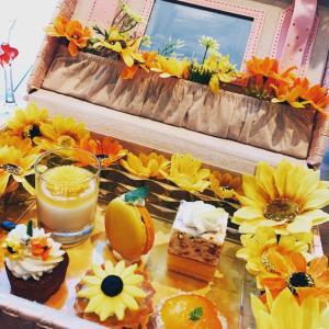 テーブルの上のお花畑|アドゥマンのアフタヌーンティー(神戸・三宮)