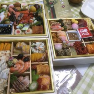 今年のおせちは新阪急ホテルの和洋中3段重