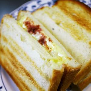 コンビーフ&チーズのホットサンド