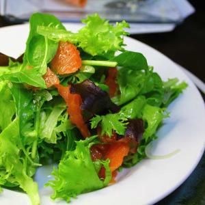 スモークサーモンとグレープフルーツのサラダ