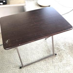 テーブルの天板を広げる