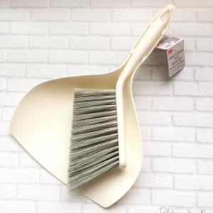 *《ダイソー》斜めカットブラシが便利♪コンパクトな掃除道具。