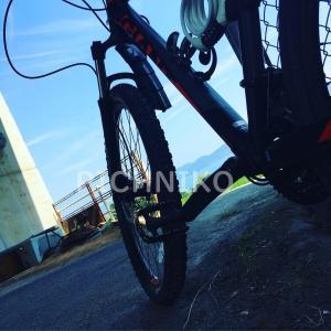 日陰のサイクリング車(SaKuMu)