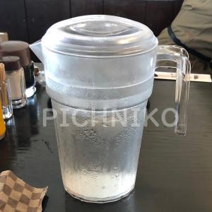 レストランのウォーターポットの画像