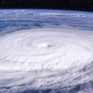 台風は「お金」も吹き飛ばす。投資家がいますぐやるべき自己防衛策