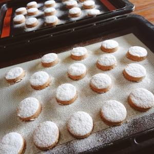 スペインのクリスマス菓子「ポルボロン」