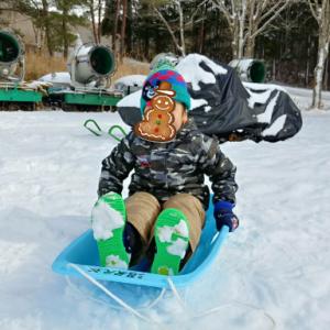 【沼尻スキー場】雪不足の中、ソリ遊び!キッズルーム完備で子連れでも安心!♡