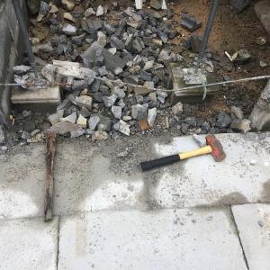 物入れを作る為にウッドデッキの一部を解体。ブロック解体編。