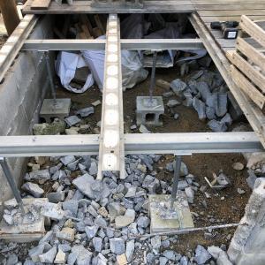 サンワカンパーニで買った鋼製根太を部分解体(ウッドデッキ縮小)