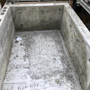 ウッドデッキの一部を解体して収納を作る。コンクリート打ち&型枠ばらし編